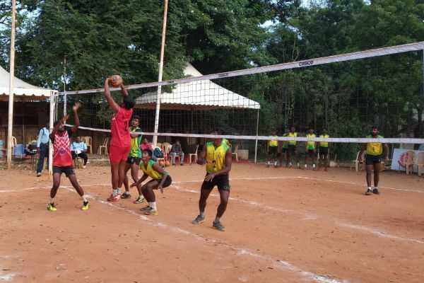 state-volleyball-championship-chennai-spikers-iob-won-the-league-match
