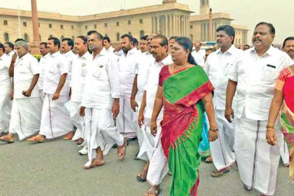 admk-mps-protest-at-parliament-against-mekedatu-dam