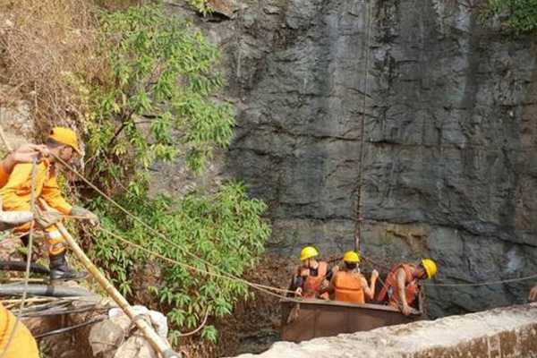 operations-going-on-to-rescue-labourers-trapped-in-a-narrow-tunnel-in-a-coal-mine-in-meghalaya