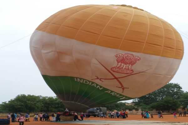 soldiers-came-to-trichy-in-the-4-giant-balloons