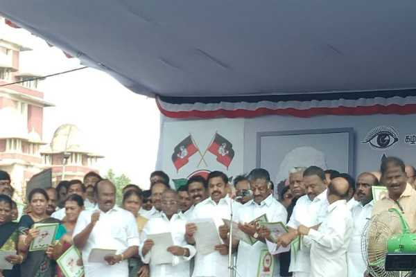 mgr-death-anniversary-admk-members-pays-his-tributes-to-their-memorial