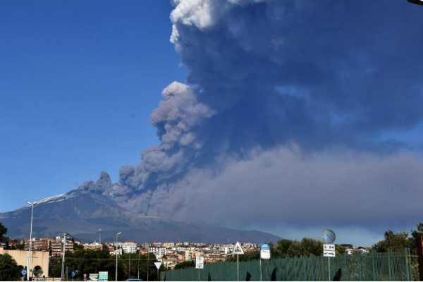 volcano-erupted-in-sisili-islands