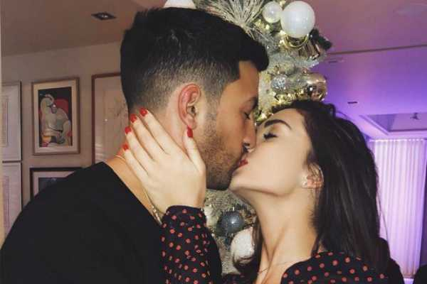 amy-jackson-s-christmas-pic-with-her-boy-friend