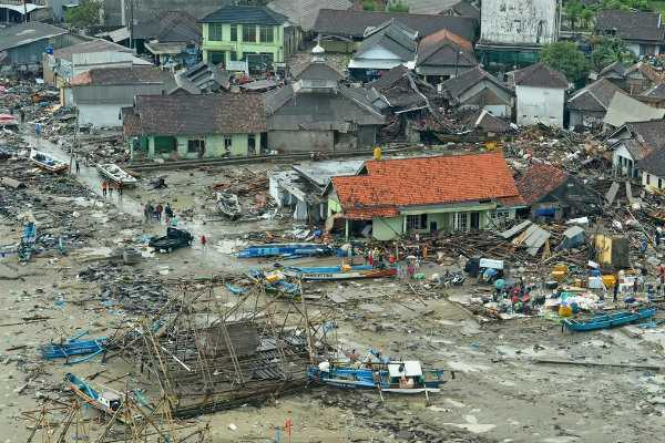 indonesia-40-000-people-evacuated-after-warnings-of-volcanic-eruptions