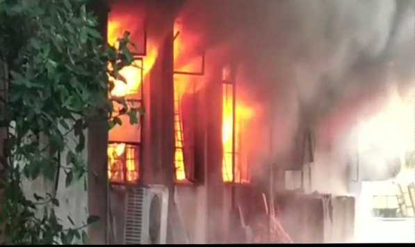 fire-accident-in-a-garment-factory-in-thane-district
