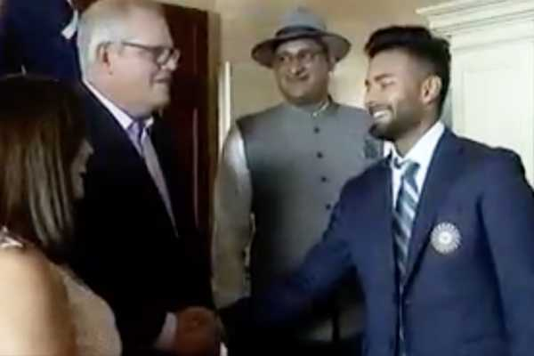 scott-morrison-takes-cheeky-crack-at-sledging-indian-keeper