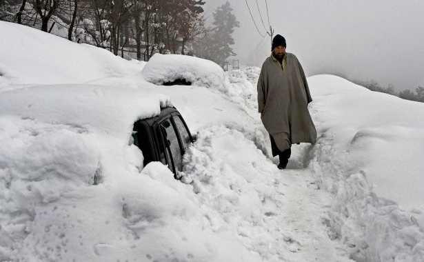 kashmir-1-soldier-was-killed-in-a-landslide