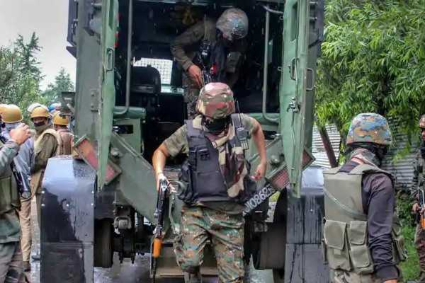 kashmir-3-terrorists-and-a-soldier-killed