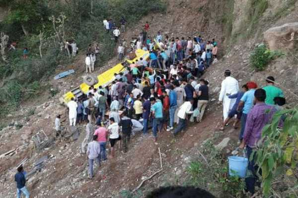 school-bus-turns-turtle-in-himachal-7-dead