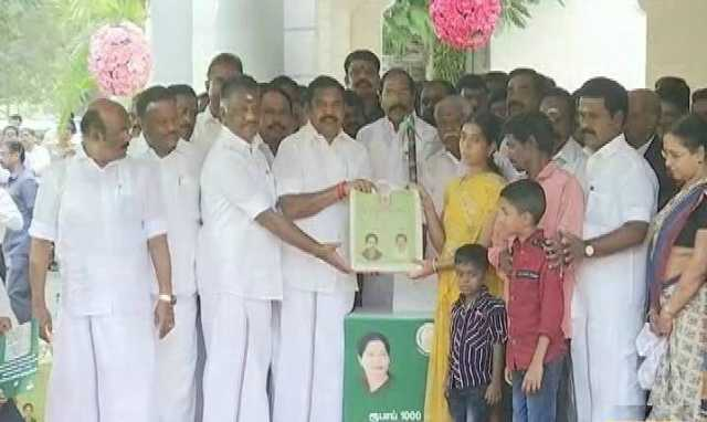 cm-edappadi-palanisamy-starts-to-give-pongal-gift-to-tn-people