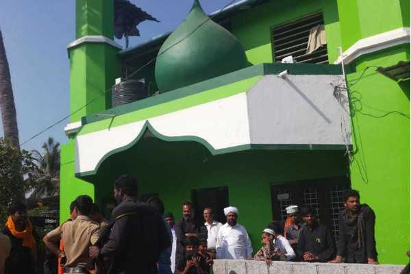 fifty-shades-of-communists-cpm-had-vandalized-a-mosque-in-kerala-and-spread-news-that-it-was-a-work-of-sangh-parivar