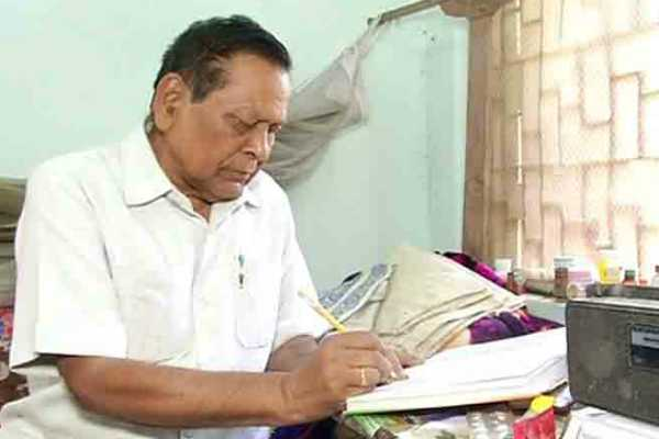 81-year-old-senior-politician-turns-as-student