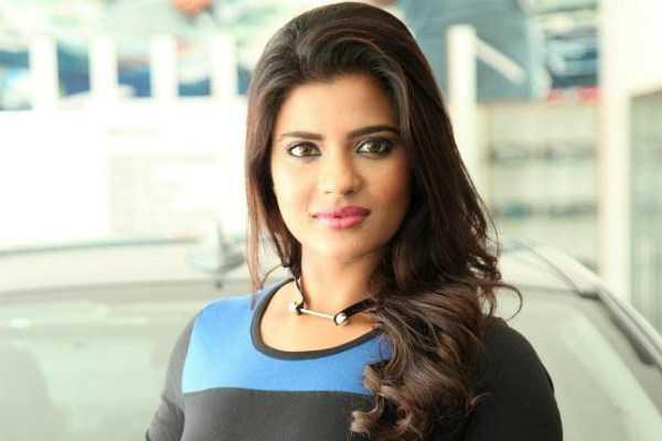 aishwarya-rajesh-makes-fun-of-success-meet-trend