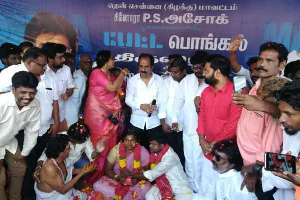 rajini-fan-got-marriage-in-theatre