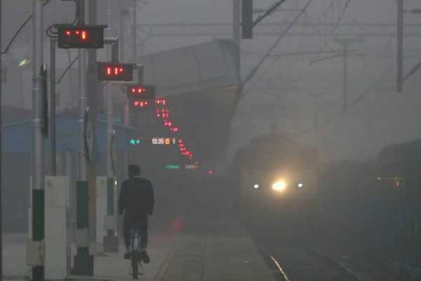 delhi-11-trains-are-running-late-due-to-heavyfog
