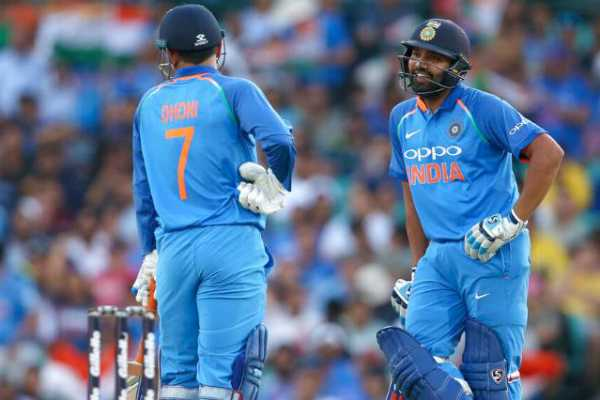 india-looses-in-first-odi-against-australia