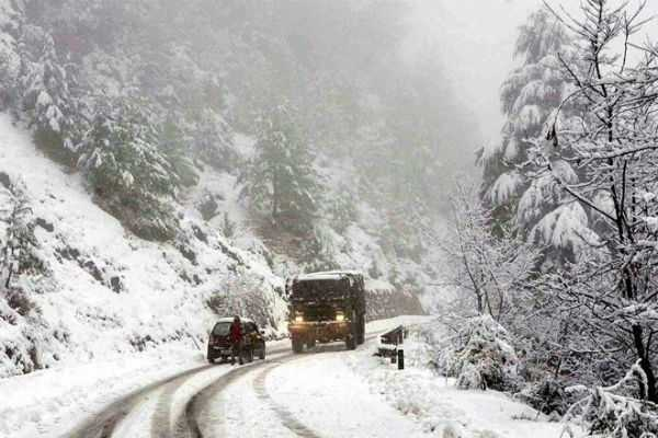 heavy-snow-fall-in-kashmir-road-traffic-disturbed
