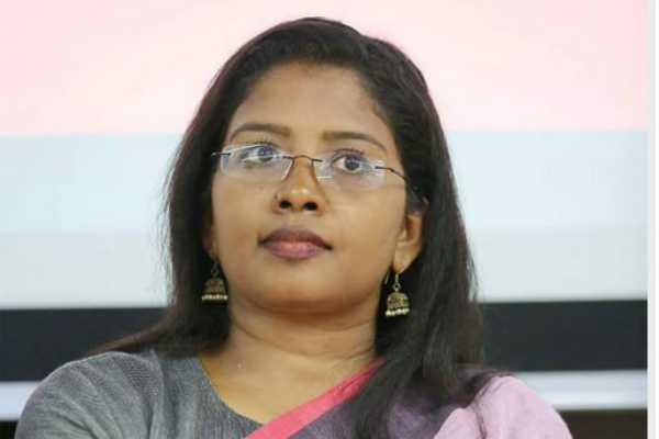 first-women-reaches-to-agashthiyarkoodam