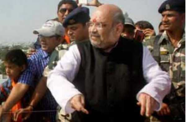 bjp-president-amit-shah-flies-a-kite-in-nava-vadaj-ahmedabad-on-makarsankranti
