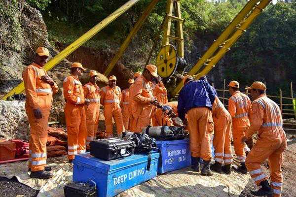 one-out-of-15-miners-trapped-in-meghalaya-mine-spotted