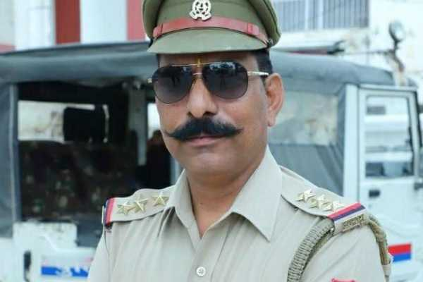 up-police-donates-rs-70-lakh-to-family-of-inspector-killed-in-bulandshahr