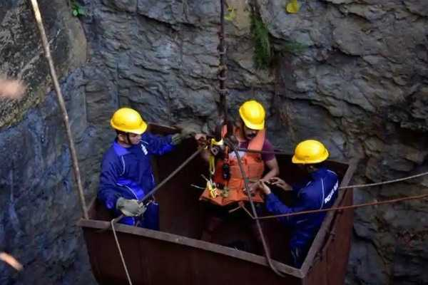 trapped-miners-body-retrieval-operation-stopped