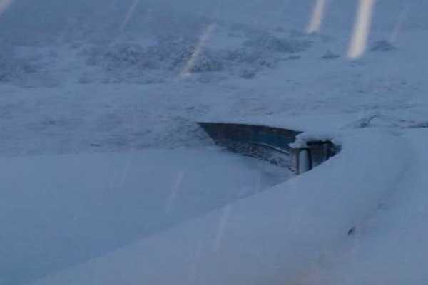 avalanche-hits-jawahar-tunnel-in-j-k-shuts-down-srinagar-jammu-highway