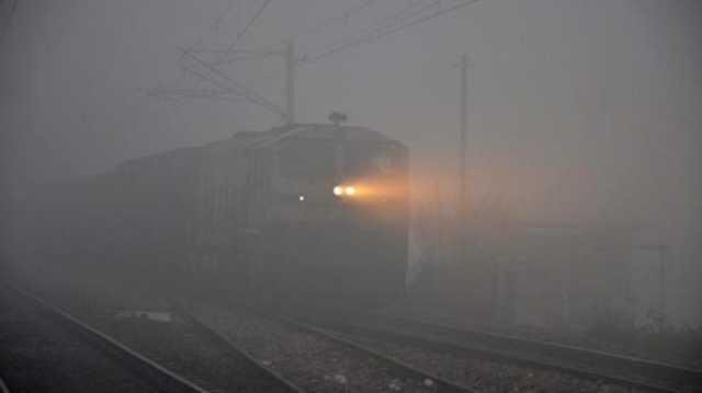 delhi-train-services-disturbed-due-to-heavy-snowfall