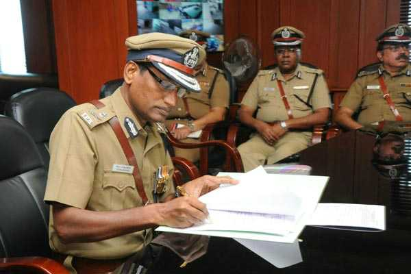 dgp-rajendran-ordered-that-traffic-police-won-t-be-used-mobile-phones-while-in-duty