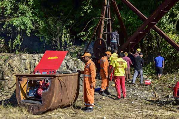 decomposed-body-recovered-from-meghalaya-mine