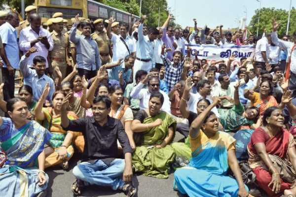 tn-govt-sent-notice-to-teachers-who-are-all-protesting