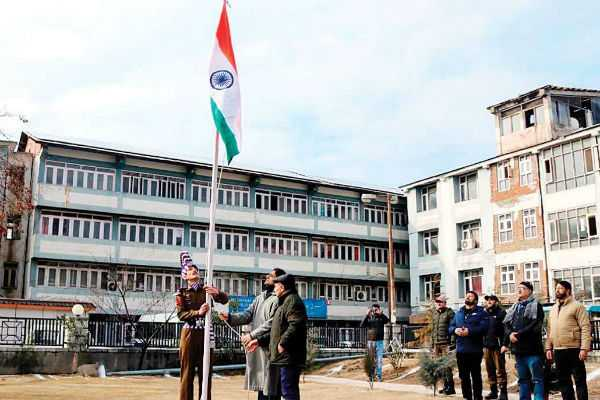national-flag-hoisted-for-the-first-time-in-history-at-srinagar-municipal-corporation