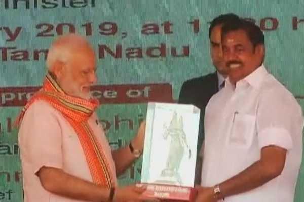 cm-edappadi-palanisamy-gives-meenakshi-amman-statue-to-pm-modi