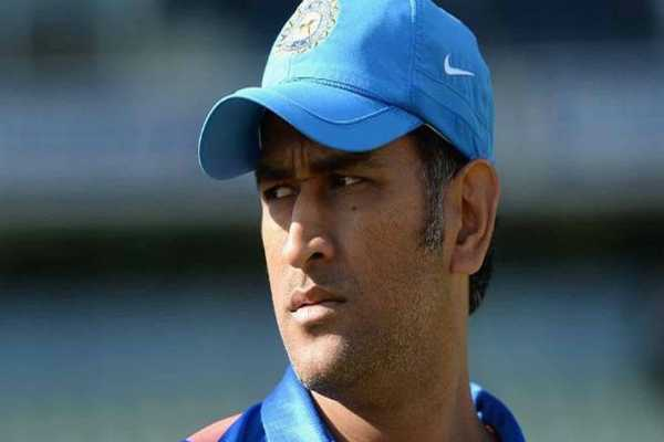 third-ond-day-dhoni-out-dinesh-karthick-in