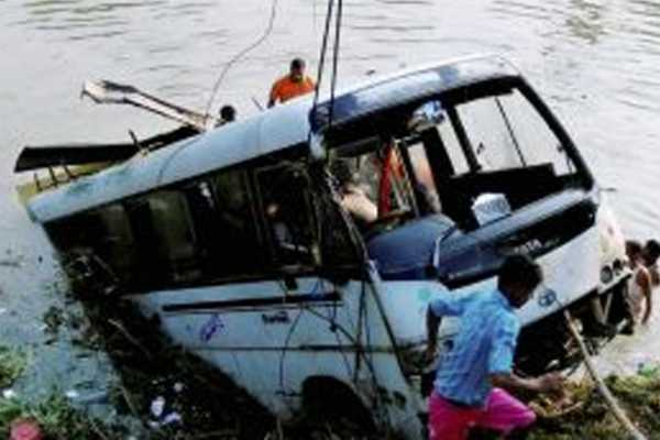 bus-accident-in-andra-pradesh