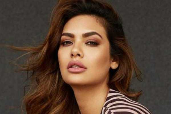 bollywood-actress-esha-gupta-apologises-for-racist-comments