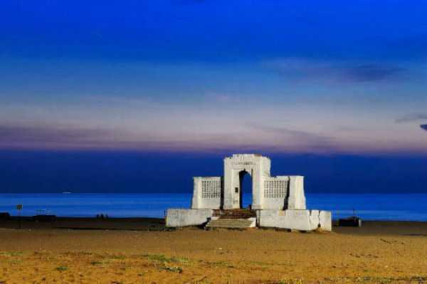 elliots-beach-special-story