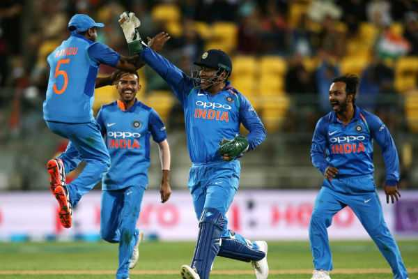ms-dhoni-pulls-off-a-ridiculous-run-out-to-leave-james-neesham-stunned