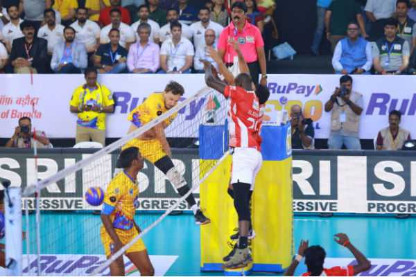 chennai-spartans-team-loss-in-pro-volleyball-match