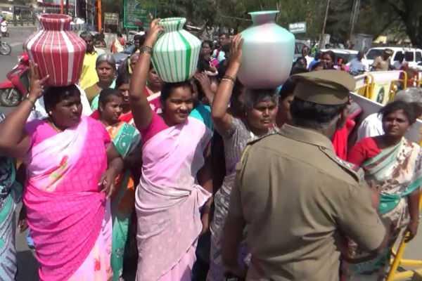 salem-women-complaint-regarding-non-supply-of-water