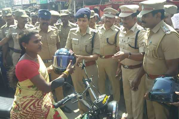 salem-free-helmet-distributed-for-100-persons-at-road-safety-awareness