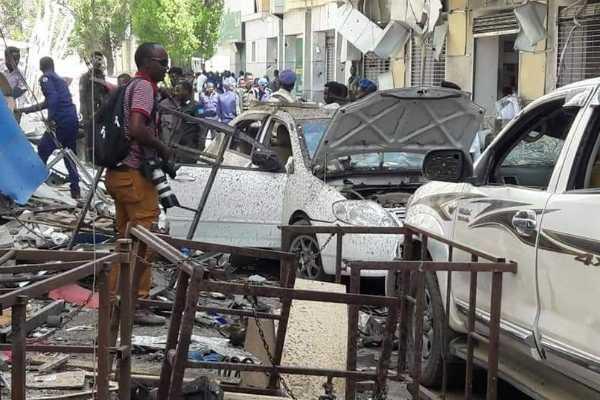 car-bomb-kills-at-least-9-at-somalia-shopping-mall-police