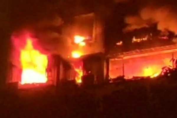 7-dead-28-injured-in-paris-building-blaze