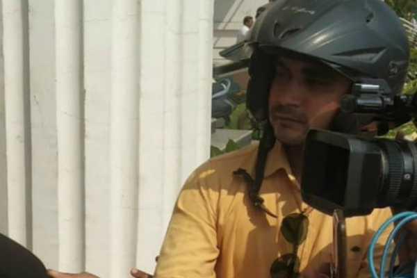 raipur-journalists-wear-helmets-while-meeting-bjp-leaders