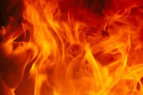 massive-fire-breaks-out-at-shapoorji-market-in-kolkata