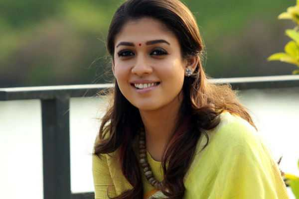 nayanthara-presented-watch-to-mr-local-team
