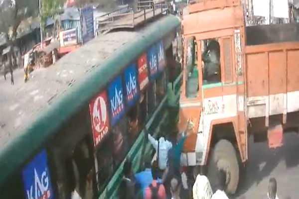 kanchipuram-bus-lorry-accident-3-injured