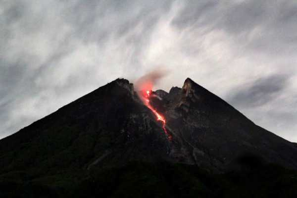 volcanic-eruption-causes-emergency-declared-in-indonesia