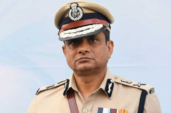 on-day-2-of-kolkata-top-cop-s-questioning-cbi-plans-a-face-off