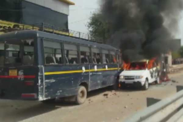rajasthan-clash-broke-out-between-police-and-protesters-at-dholpur-highway